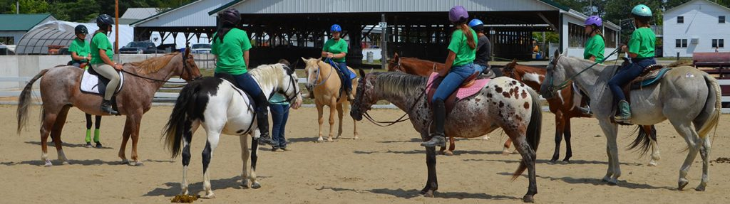 4-Hers on horseback at fair