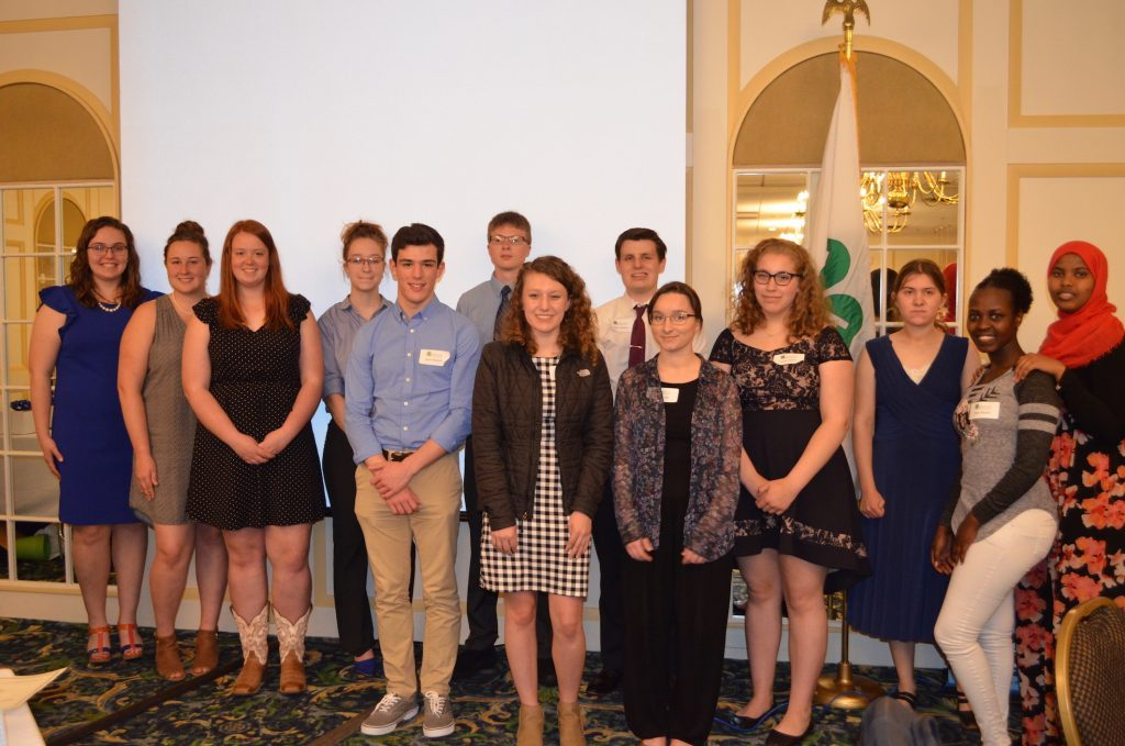 2019 scholarship winners posing for a group photo at the 4-H Foundation Annual meeting