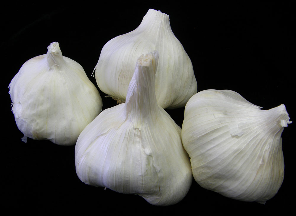 4-garlic-bulbs