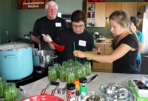 Master Food Preserver class participants making dilly beans