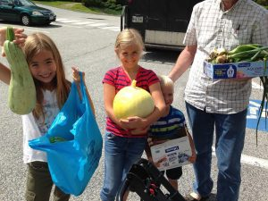 Kids Harvest! participants deliver fresh produce to the food pantry.