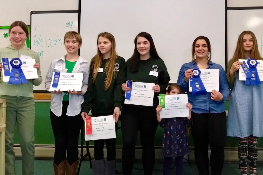 4H'ers recieving awards for the Public Speaking Event
