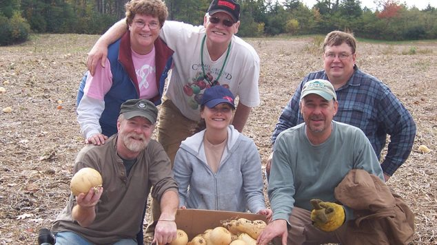 Master Gardeners Glean Squash for Food Pantry Donation