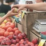 buying-apples-farmers-market-pixabay