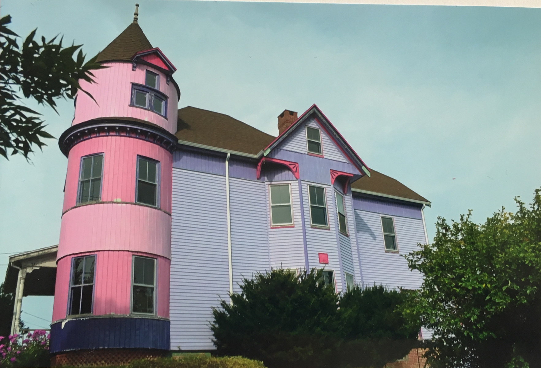 Jenilyn LaRose, Independent, received top blue ribbon in the Architecture category for Pink + Purple House.  Soren Danielson won second blue in this category with Inside Outside.