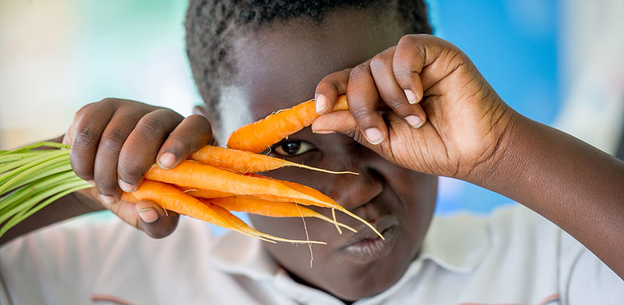 4-H youth with carrots