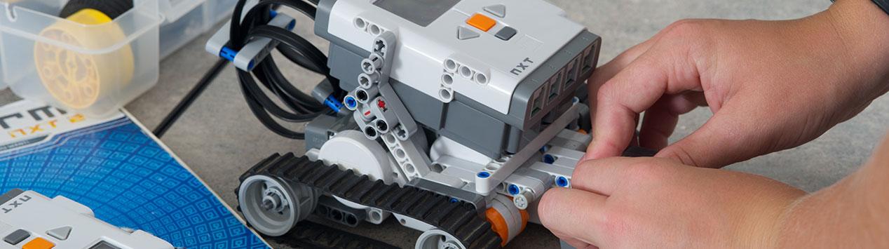 4-H'er building a robot